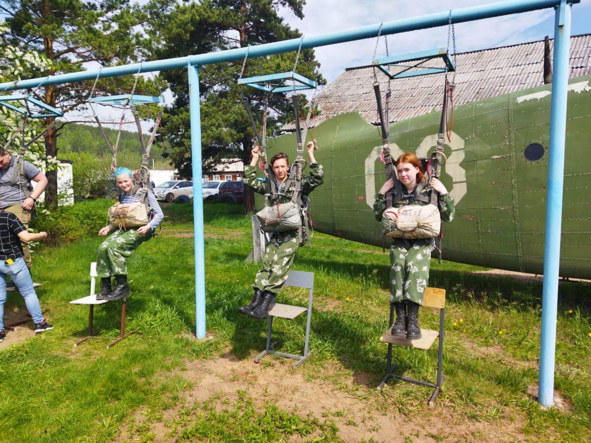 05.06.2021 годы курсантами кадетского класса были произведены прыжки с самолета