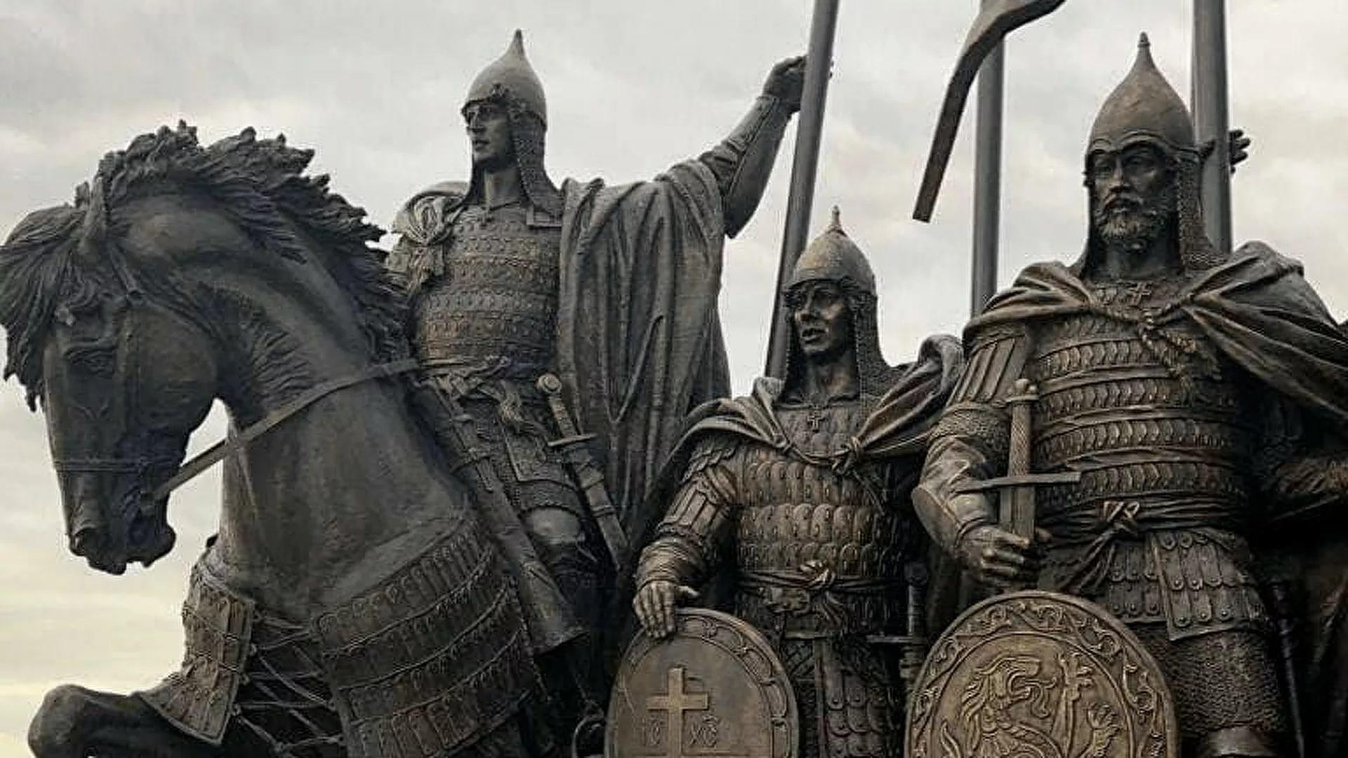 Путин объяснил образы псковских десантников в памятнике Невскому