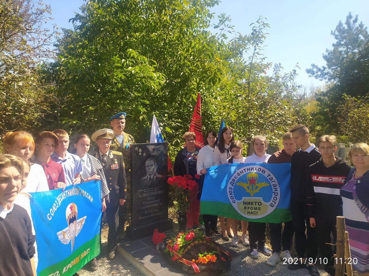 Открытие памятника ветерану ВОВ Алексеенко П.С.